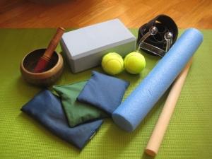 Algunos de los objetos que usamos en clase para deshacer tensiones y crear consciencia sensorial
